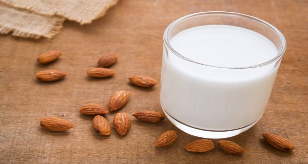 This Is What Happens to Your Body When You Drink a Cup of Almond Milk