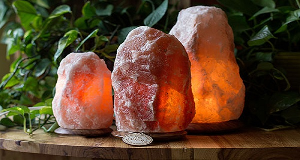 Here's Why You Should Put A Himalayan Salt Lamp In Every Room Of Your House